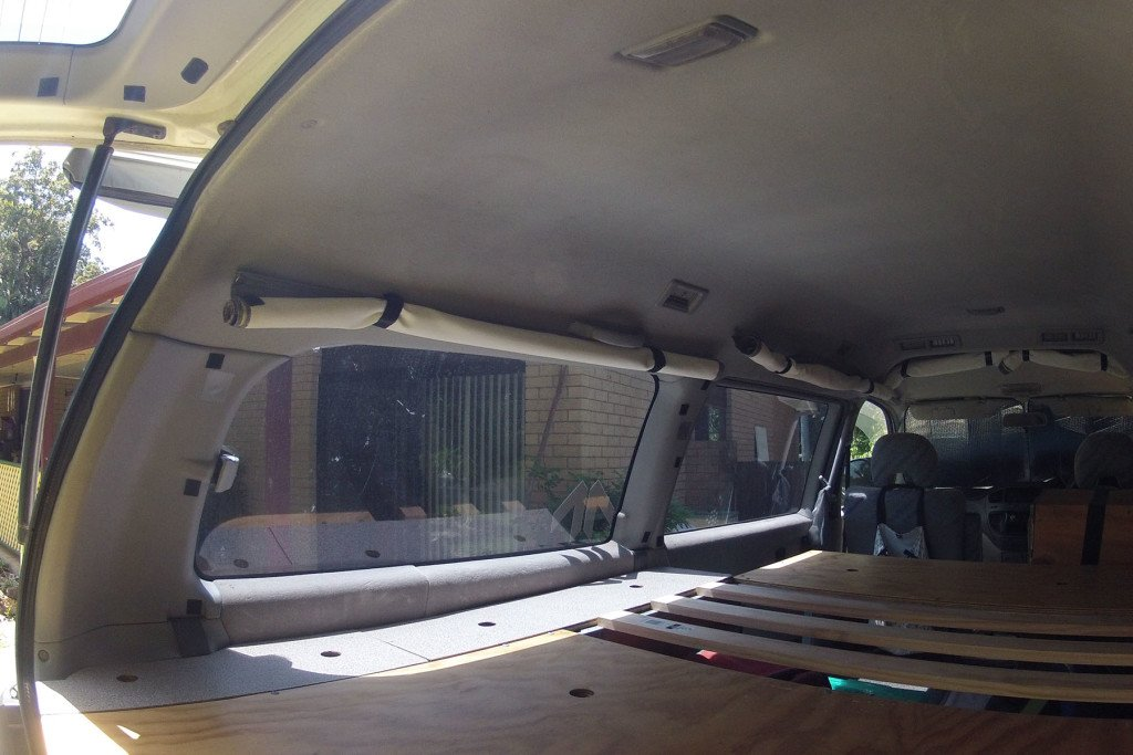 DELICA INTERIOR CURTAIN 4